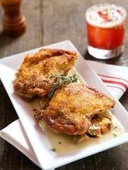 Los muslos de pollo crujientes en Salty Sow.