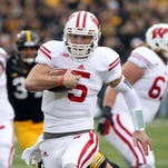 Wisconsin Badgers quarterback Tanner McEvoy (5) runs for a touchdown against the Iowa Hawkeyes at Kinnick Stadium.