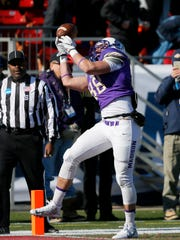 James Madison tight end Jonathan Kloosterman (88) catches