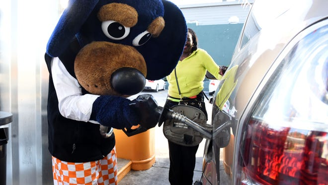 Tennessee mascot Smokey Jr. pumped gas for Yolanda Hunt McFadden at a Pilot station on Cumberland Avenue in 2016 to raise money for United Way.