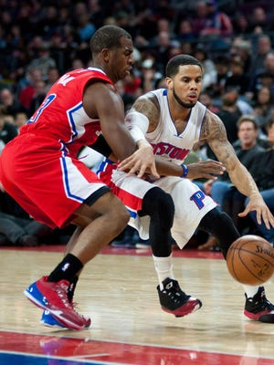 Clippers guard Chris Paul (3) guards Detroit Pistons guard D.J. Augustin (14) during the third quarter at The Palace of Auburn Hills. Los Angeles won 104-98.