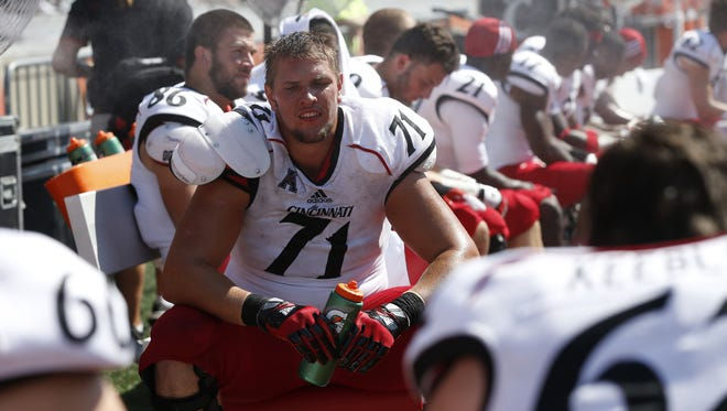 Cincinnati Bearcats offensive linesman Eric Lefeld (71) sits on the bench in the final minutes of their 45-17 loss against the Illinois Fighting Illini.