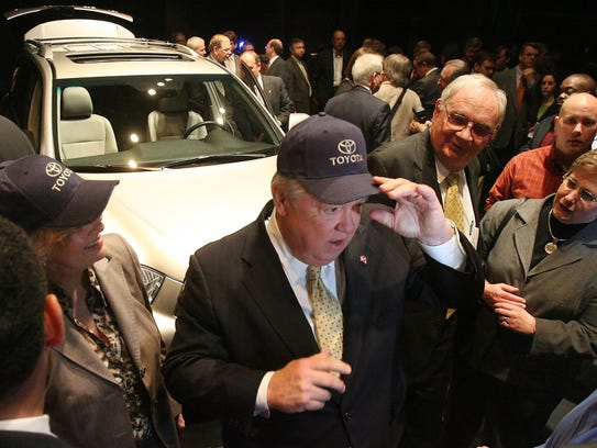 Miss. Gov. Haley Barbour dons a Toyota cap with a Highlander