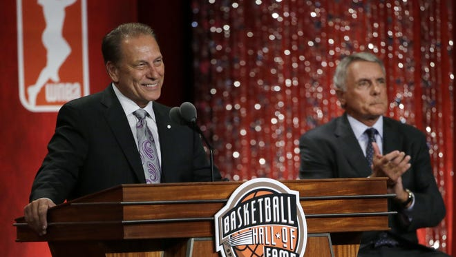 Tom Izzo speaks at his Basketball Hall of Fame induction after being presented by Gary Williams, right, the former head coach at Ohio State and Maryland.