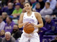 Kelsey Plum close to surpassing NCAA women's scoring mark