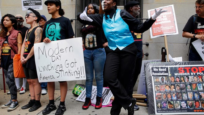 Protesters gather outside a courthouse after Officer Caesar Goodson, one of six Baltimore city police officers charged in connection to the death of Freddie Gray, was acquitted of all charges in his trial in Baltimore, Thursday, June 23, 2016. (AP Photo/Patrick Semansky)