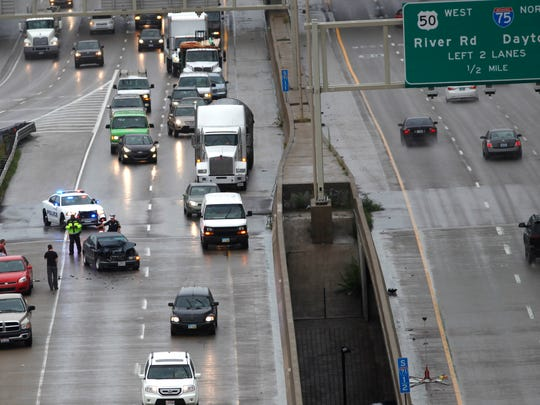A crash on the ramp from I-71 N to Columbia Parkway/I-471 blocked the right lane of traffic after a wreck around 9 a.m. this morning.