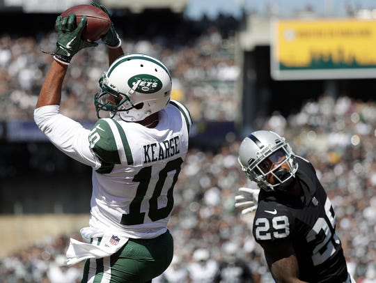 New York Jets wide receiver Jermaine Kearse (10) catches
