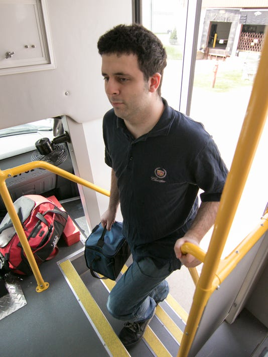 636608763910130747-LETS-bus-01.jpg