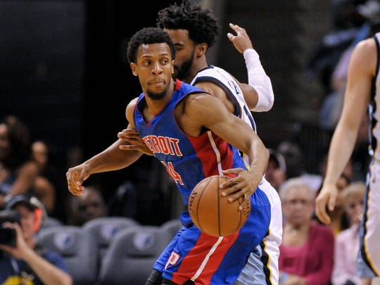 Pistons guard Ish Smith (14) spins around Grizzlies guard Mike Conley (11) during the first half Sunday in Memphis.