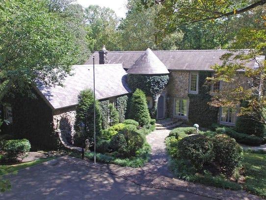102 Andrese Street residence in Dickson.