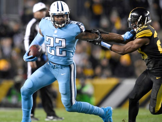 Titans running back Derrick Henry (22) stiff-arms Steelers safety Sean Davis (28) during the second quarter.