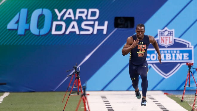 Wide receiver John Ross runs the 40-yard dash in 4.22 seconds at the 2017 NFL Combine.