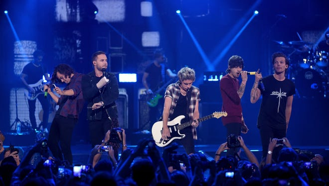 Musicians Harry Styles, Liam Payne, Niall Horan, Zayn Malik, and Louis Tomlinson of One Direction perform onstage during the 2014 iHeartRadio Music Festival at the MGM Grand Garden Arena on September 20, 2014 in Las Vegas, Nevada.  (Photo by Ethan Miller/Getty Images for iHeartMedia)