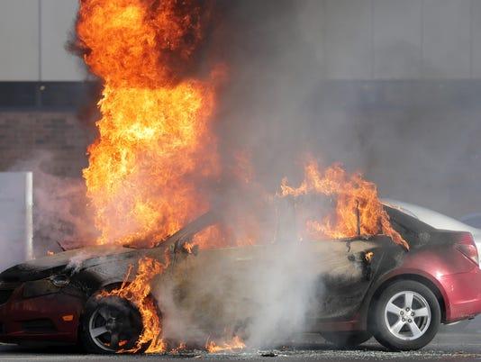 636160231030268601-APC-Car-Fire-004-112816-wag-2016.jpg