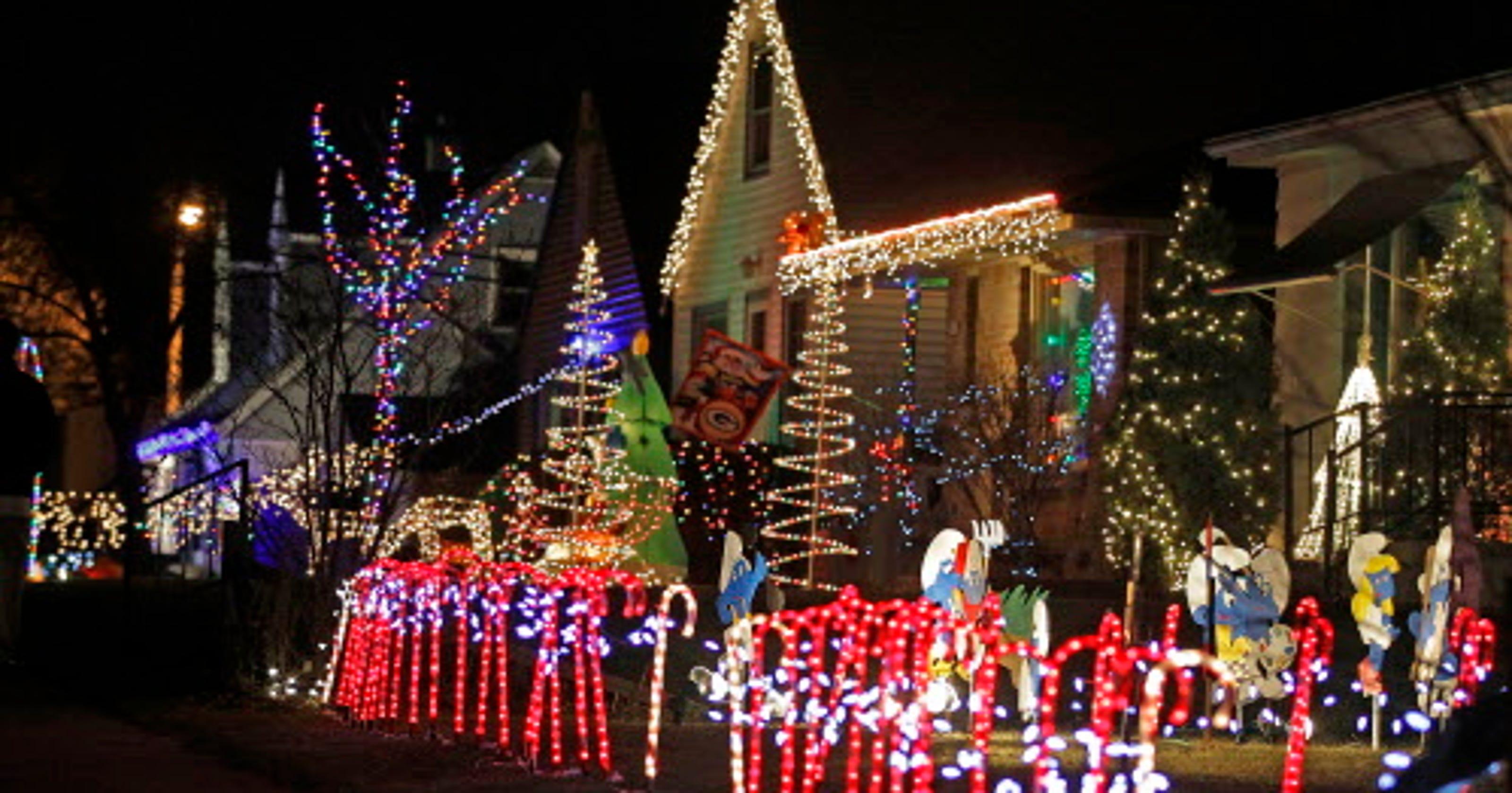 christmas 2018 holiday tree lightings and displays in milwaukee area