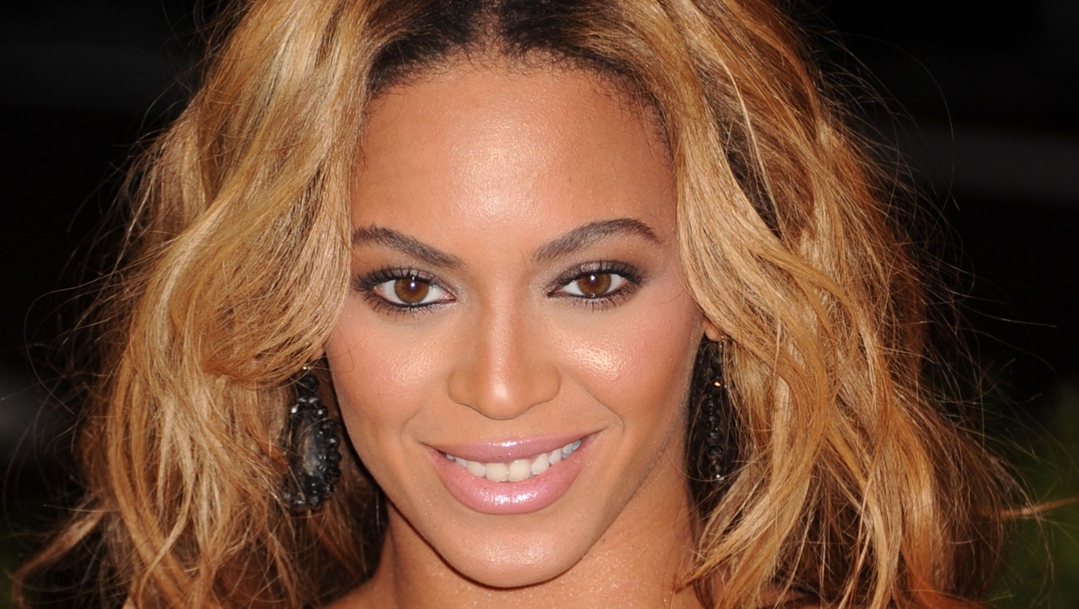 Beyonce then: It was the pixie praised (mostly) 'round the Twitterverse. Known physically as much for her locks as her legs, Beyonce, 31, last week macheted her mane, bathed it in blond dye and posted the eye-popping results on Instagram ...