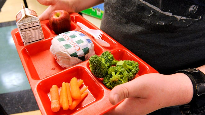 A lunch tray at a Wisconsin high school features items from the fruit and vegetable serving cart.