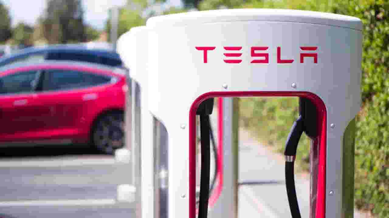Tesla announces new car owners will have to pay to use superchargers
