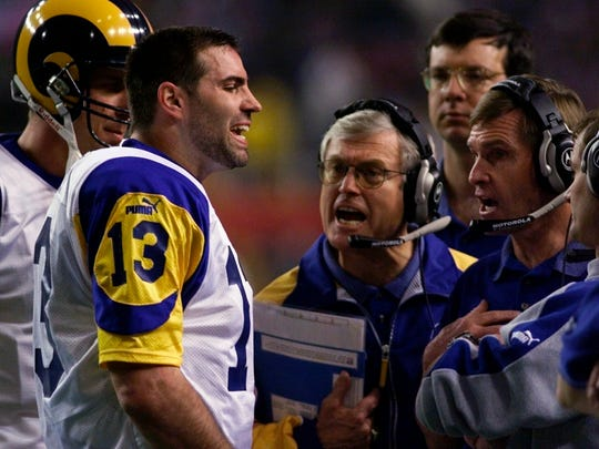 Kurt Warner talking to Dick Vermeil, at center, and other coaches during Super Bowl XXXIV in 2000.