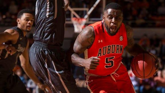 Auburn senior Cinmeon Bowers (5) earned his 10th double-double