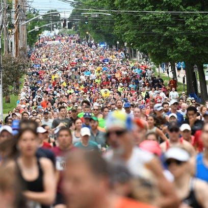 Throngs of runners along Pearl Street in the 30th running