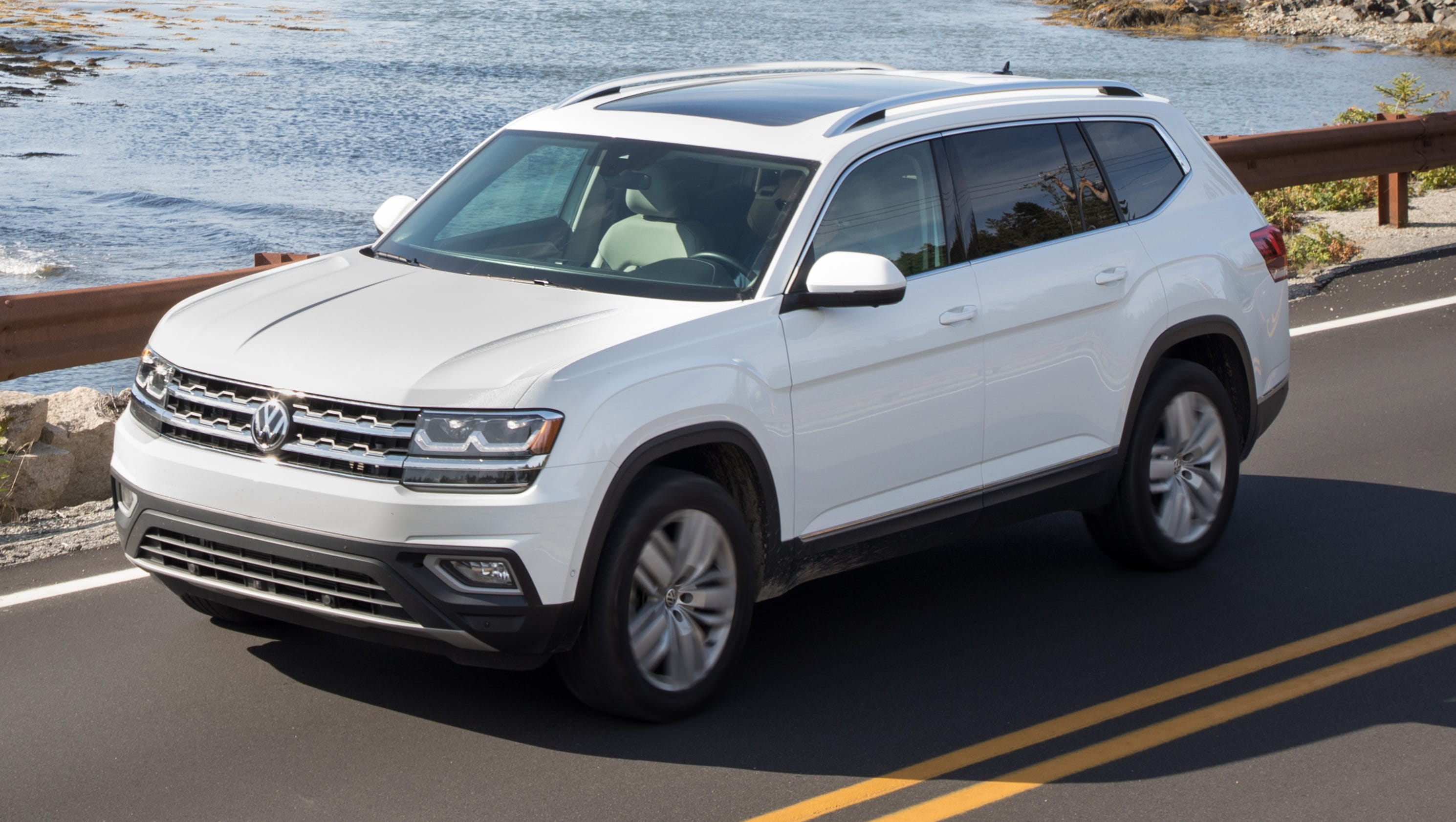 review volkswagen atlas carries  weight