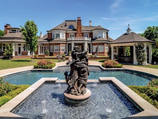 Front of Grand Manor of Nashville.