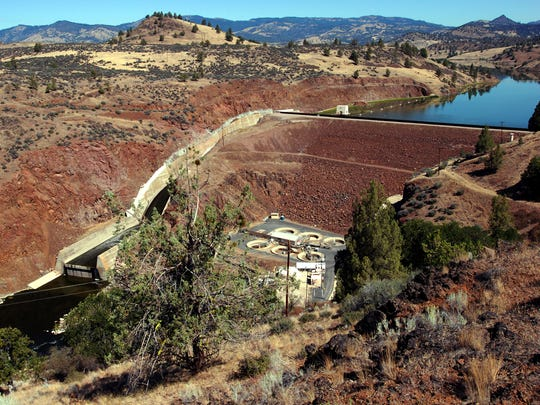 FILE - This Aug. 21, 2009 file photo shows Iron Gate Dam spanning the Klamath River near Hornbrook, Calif. Officials from Oregon, California and the Obama administration are preparing to sign an agreement pledging to seek permission to tear down four hydroelectric dams that are blamed for killing fish and blocking their migration. They'll also agree Wednesday, April 6, 2016, to protect farmers and ranchers from rising power and water prices as they work on a broader agreement to bring peace to long-running water wars in the Klamath River basin, which straddles the Oregon-Washington border. (AP Photo/Jeff Barnard, File)
