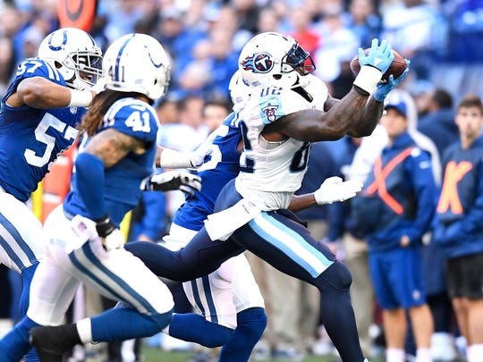 Titans tight end Delanie Walker (82) makes a first-down catch in the first quarter at Lucas Oil Stadium Sunday, Nov. 26, 2017 in Indianapolis, Ind.