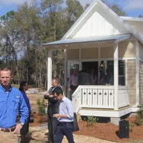 Tour offers glimpse into tiny houses
