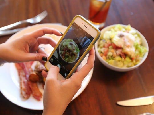 Food Instagrammer Alyssa Di Palma (@finickyfoodie)