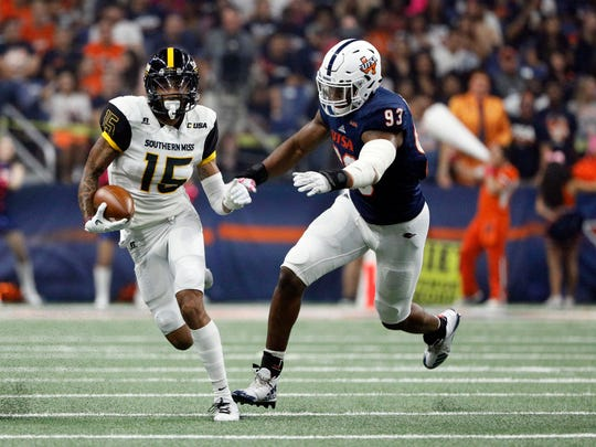 Southern Mississippi's Allenzae Staggers is chased by Texas-San Antonio's Marcus Davenport in San Antonio on Oct. 7, 2017.