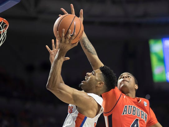 Auburn forward Chuma Okeke tries to block a shot by