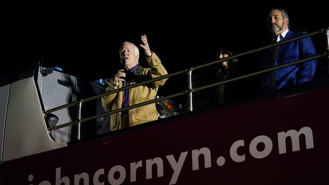 U.S. Sen. John Cornyn, left, and U.S. Sen. Ted Cruz, right, should know better than to buy into a phony impeachment defense, a reader writes.