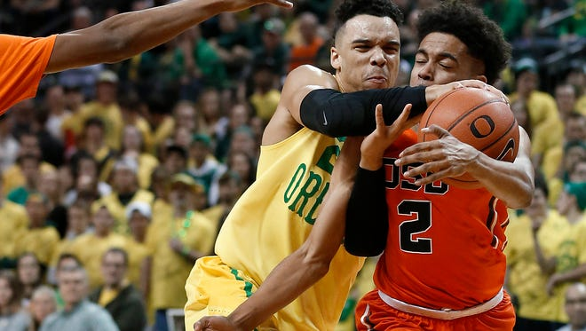 Oregon State's Stephen Thompson Jr., right, and Oregon's Dillon Brooks, left, compete for the ball during the first half of an NCAA college basketball game Saturday, Feb. 20, 2016, in Eugene, Ore. (AP Photo/Ryan Kang)