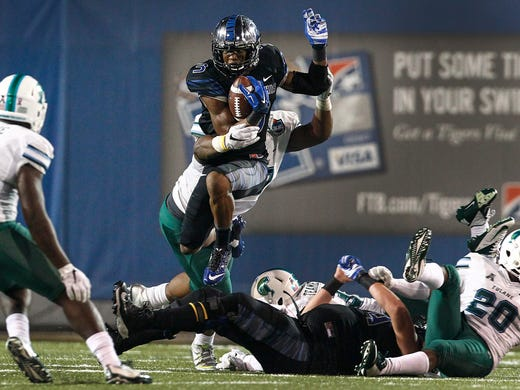 October 31, 2015 - Memphis' Anthony Miller leaps over