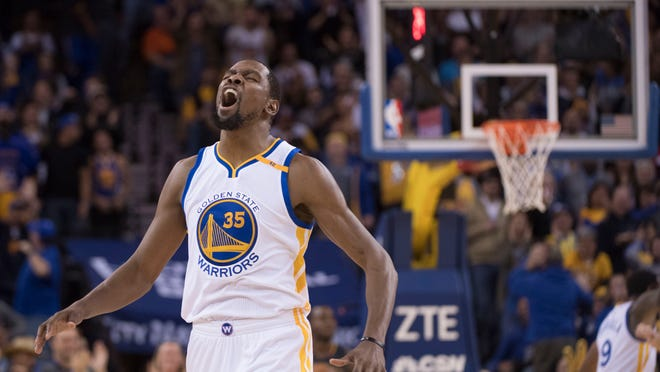 November 28, 2016; Oakland, CA, USA; Golden State Warriors forward Kevin Durant (35) celebrates during the fourth quarter against the Atlanta Hawks at Oracle Arena. The Warriors defeated the Hawks 105-100. Mandatory Credit: Kyle Terada-USA TODAY Sports
