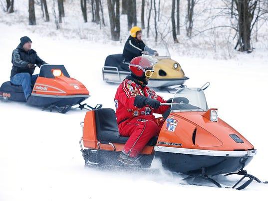 635888194047745477-FON-011616-snowmobile-2.jpg