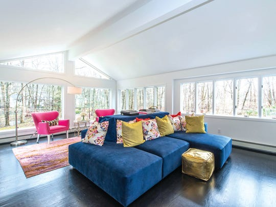 This Ridgewood living room is all about colors, with