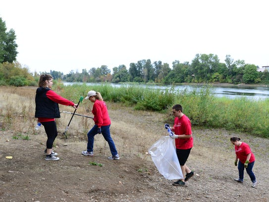 Volunteers participate in a 2014 Wallace Marine Park SOLVE cleanup in West Salem.