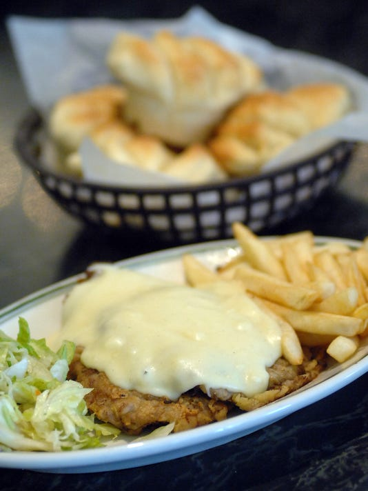 The Veal Cutlet And Homemade Yeast Rolls Are Customer Favorites At Elite Restaurant In Downtown Jackson Photo File Clarion Ledger