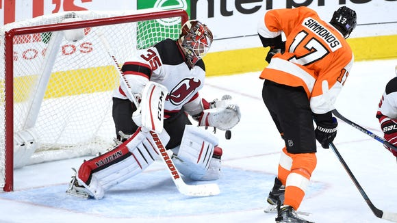 All-Star Wayne Simmonds and his Flyers are hoping to get back on track against the Devils.