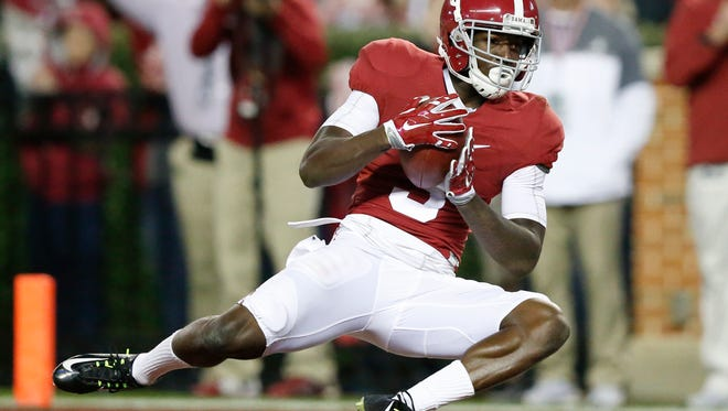 Alabama wide receiver Calvin Ridley scores a touchdown during the first half of a game against Chattanooga on Nov. 19, 2016, in Tuscaloosa, Ala.