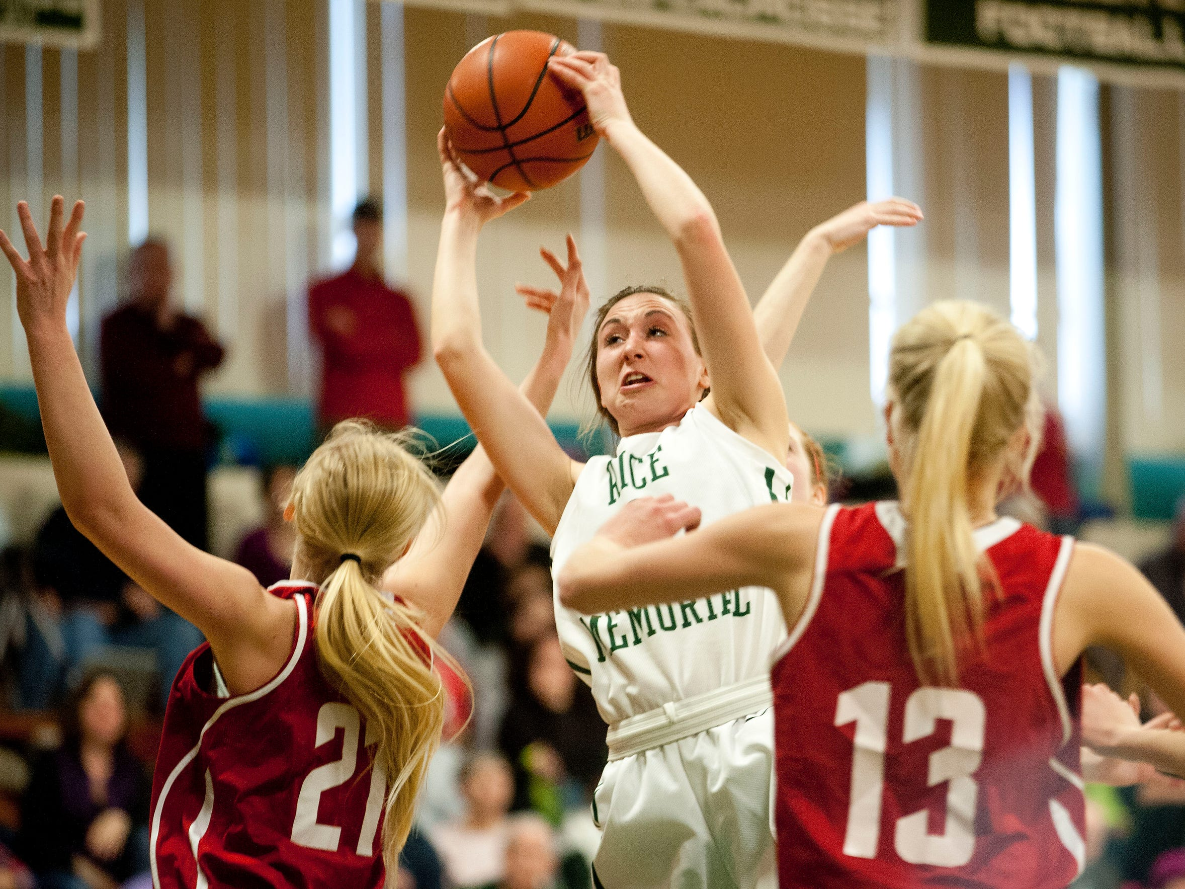 Rice's Carolyn Snell (1) grabs the rebound during a
