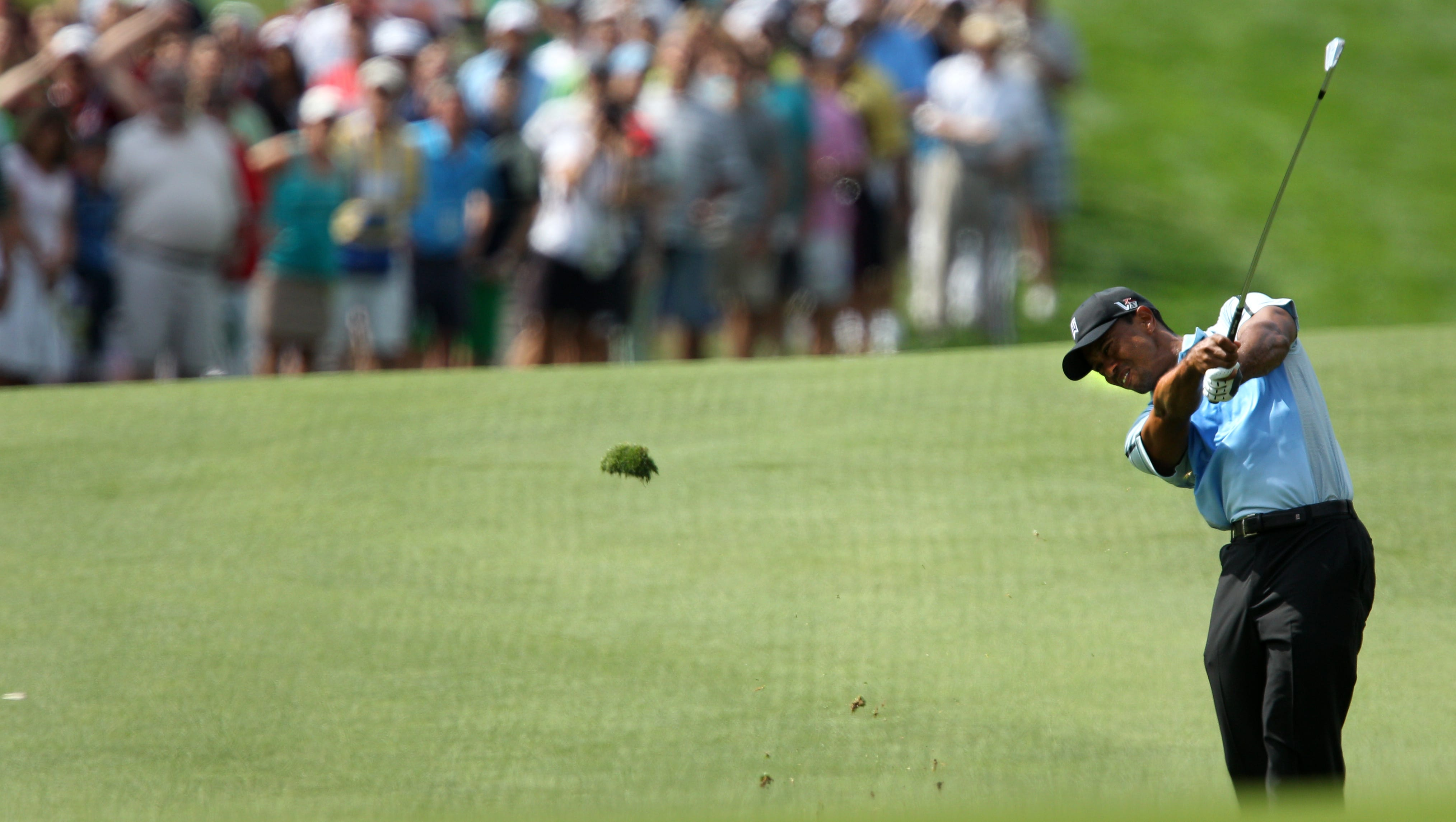 Tiger Woods hits to 18.