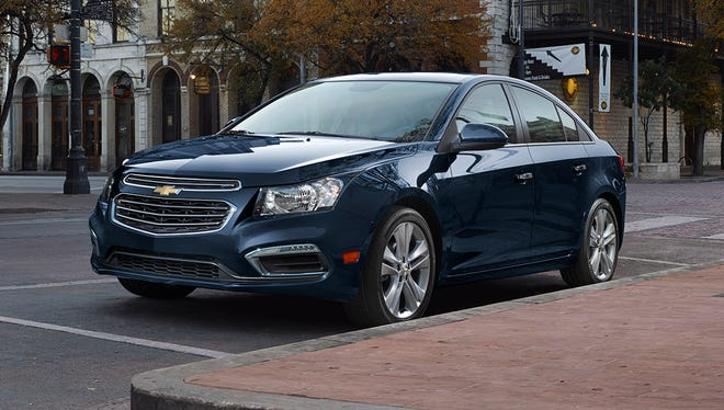 The new looks for the updated 2015 Chevrolet Cruze compact gives it more family resemblance to Impala and Malibu. It also get a big tech upgrade.