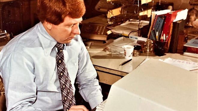 Chronicle City Editor Jim Osteen at a newsroom computer in 1978.