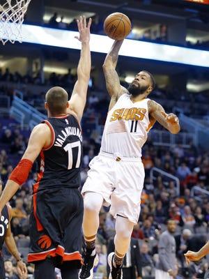 Phoenix Suns forward Markieff Morris (11) gets a slam dunk over Toronto Raptors center Jonas Valanciunas (17) during the first half of their NBA game Tuesday, Feb 2, 2016 in Phoenix AZ.