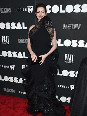 Anne Hathaway is bringing vintage fashion to the red carpet.